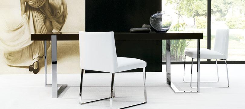 Lex. Colección compuesta por mesa de comedor, mesa baja, consola y escritorio que combina el sobre de madera con estructura de metálica. Diseño de producto.