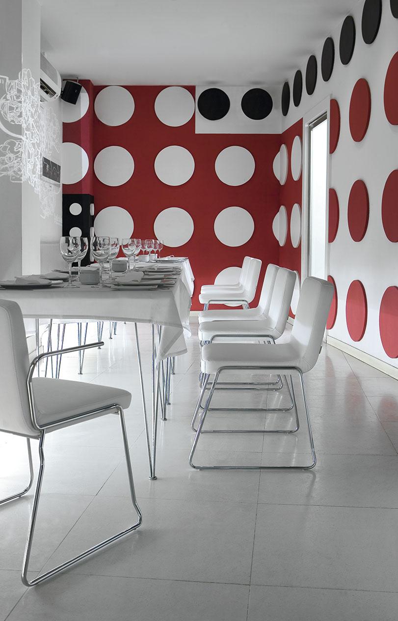 POP - Ximo Roca Diseño. Colección de sillas y taburetes apilables, de líneas sencillas y minimalistas. Estética elegante y sobria, donde predomina su versatilidad