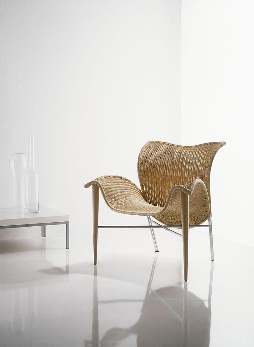 Salinas - Ximo Roca Diseño. Este sillón de médula, es un buen ejemplo que con un buen material como la médula también se pueden lograr elegantes curvas