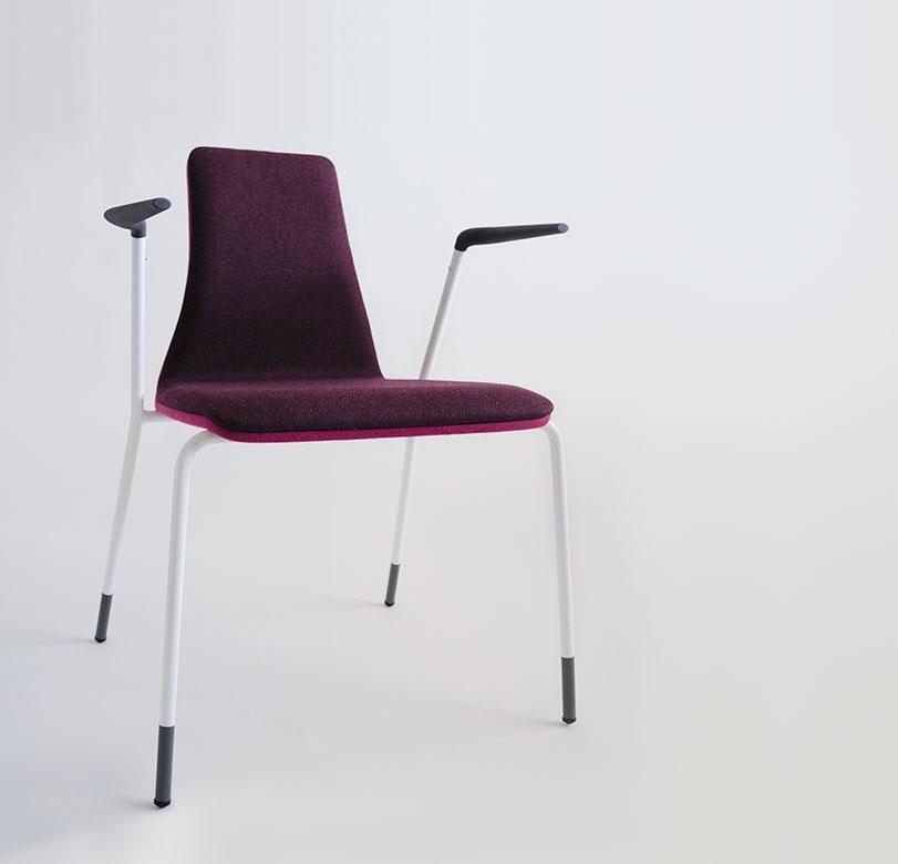 UIT - Ximo Roca Diseño. Diseño de producto UIT. Ofrece una buena ergonomía y la posibilidad de combinar diferentes tejidos, fabricada en estructura de acero