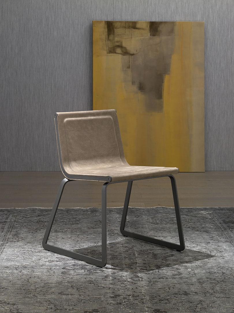 Urka - Ximo Roca Diseño. Este diseño de silla consta de versiones con brazos, si brazos y versiones con ruedas regulables en altura. Diseño de producto