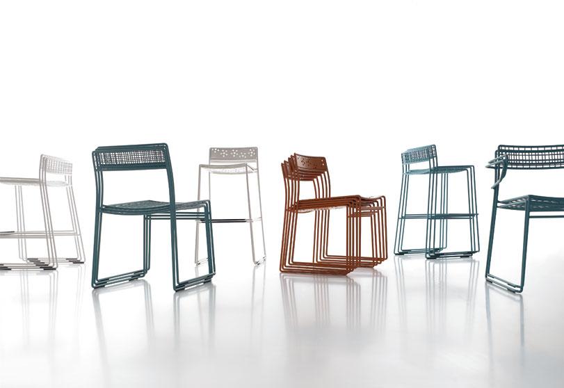 Arenal - Ximo Roca Diseño. Diseño de silla idónea tanto para ambientes de hogar como en instalación, tejidos con médula sintética, plancha perforada o rejilla.