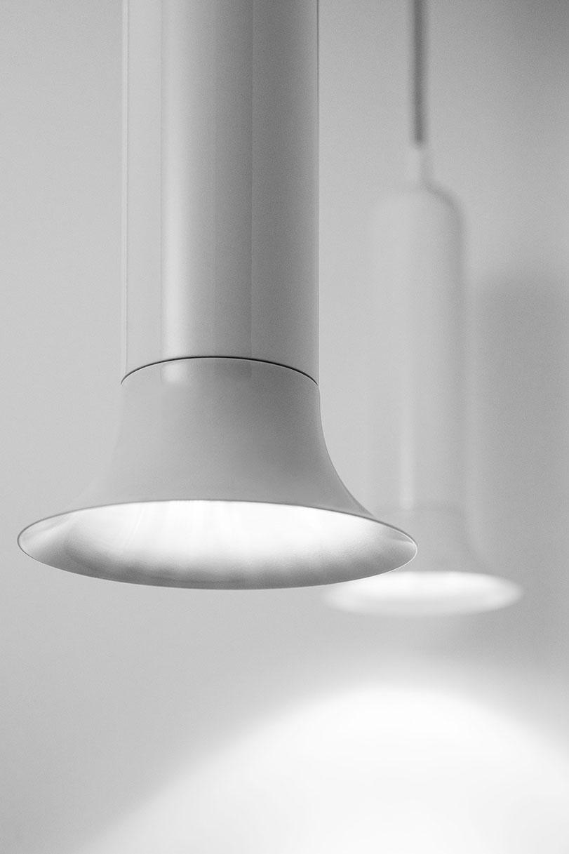 Luck - Ximo Roca Diseño. Es un diseño de lámpara muy versátil inspirada en las tulipas modernistas aportando una línea actual estilizada. Diseño de producto.