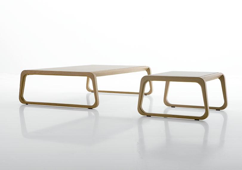 Roa - Ximo Roca Diseño. Silla para interiores que expresa pureza y simplicidad. Destaca la forma envolvente del respaldo, que aporta aspecto acogedor y confortable