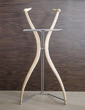 Amadeus - Ximo Roca Diseño. Perchero moderno con un toque de clase y encanto, haciéndolo ideal para el dormitorio o vestidor gracias a su ligereza y versatiliadad.
