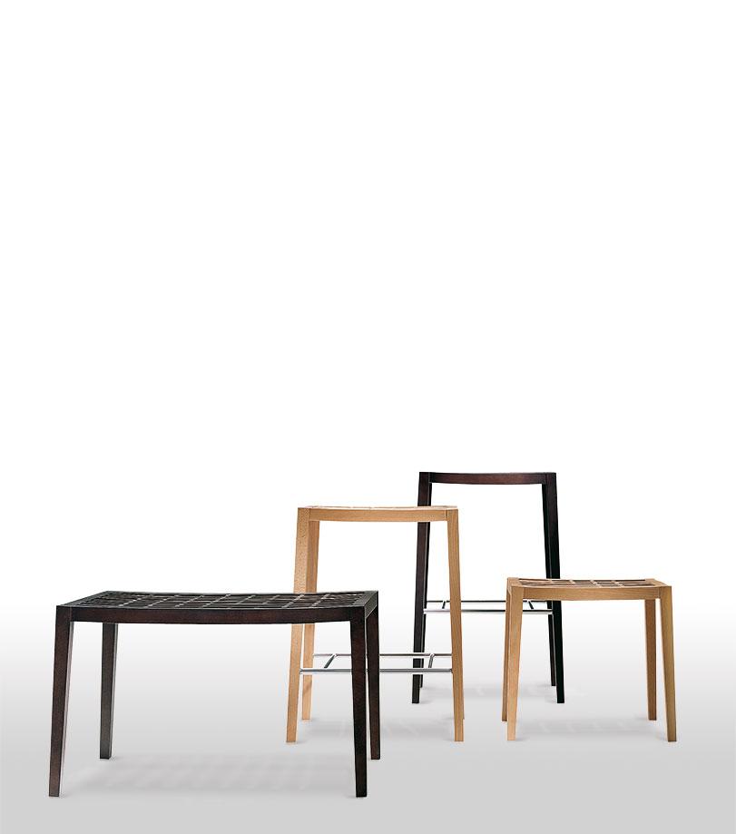 Kami - Ximo Roca Diseño. Banqueta complemento que expresa pureza y simplicidad. Se caracteriza por su superficie de asiento cuadriculada.
