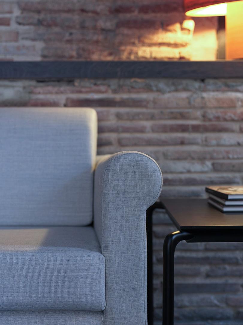 Niara - Ximo Roca Diseño. Serie de sofas y sillones para colectividades u hogar, los sillones chester de siempre pero con un aire actual y fresco.