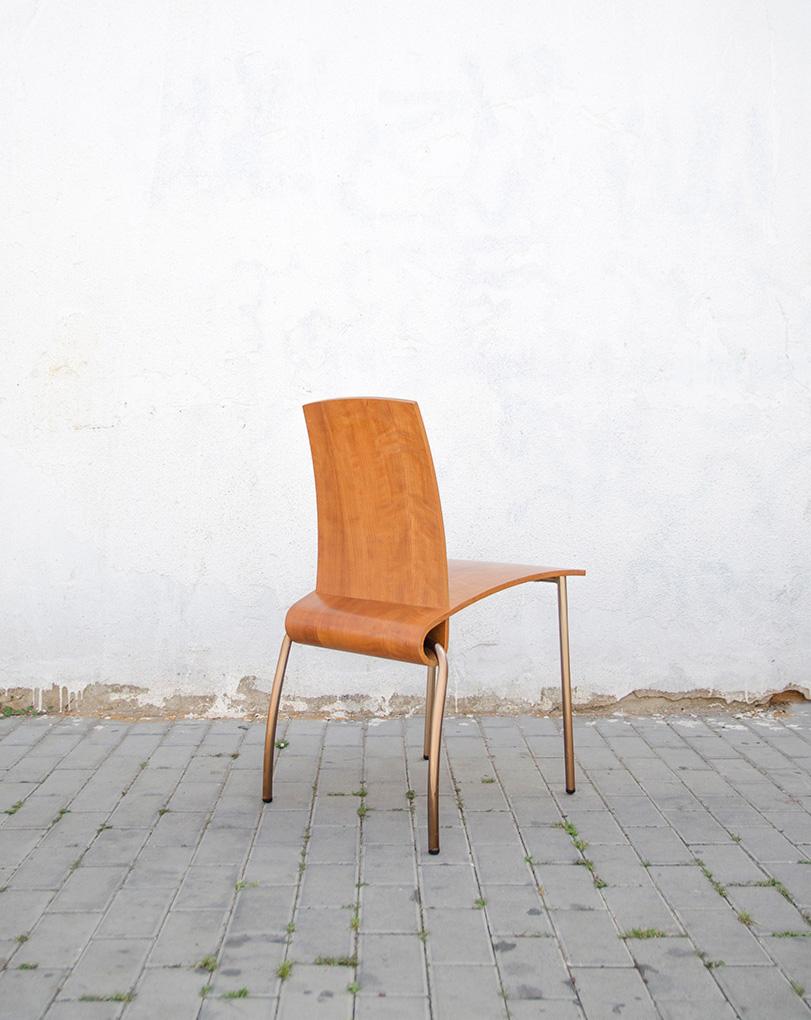 Piropo - Ximo Roca Diseño. la silla piropo nos muestra toda su elegancia gracias a sus sinuosas curvas y al material utilizado que le da un toque personal.