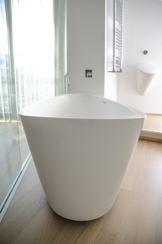 Turca - Ximo Roca Diseño. Bañera de diseño. Sus líneas sencillas y depuradas nos transmiten el efecto relajante del baño.
