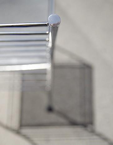 Vincit - Ximo Roca Diseño. Silla exclusiva de acero en forma de elementos lineales, aportando una sensación de ligereza y etereidad.