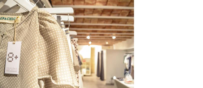 8+ - Ximo Roca Diseño. Diseño de tienda de ropa situada en Valencia. Diseño de identidad corporativa, material promocional, branding, papelería corporativa.